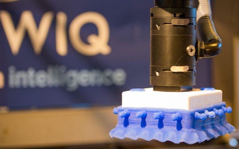 Vacuum end effector for packaging